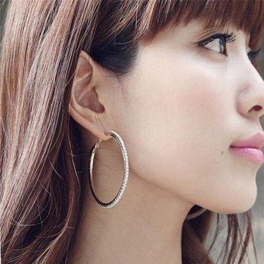 29 cool Women With Hoop Earrings  playzoa.com