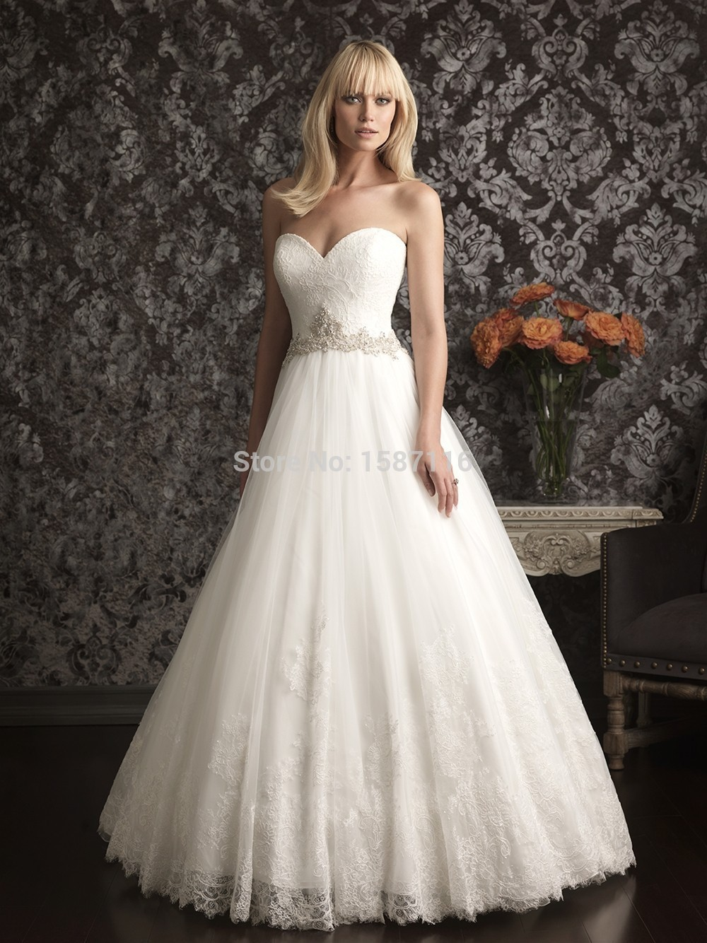 2015 Elegant Wedding Dresses Custom Made Sweetheart Strapless Delicate Lace Soft Tulles Beading