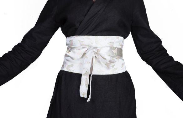Küçük bir ders: bir kimono üzerinde bir kemer bağlama