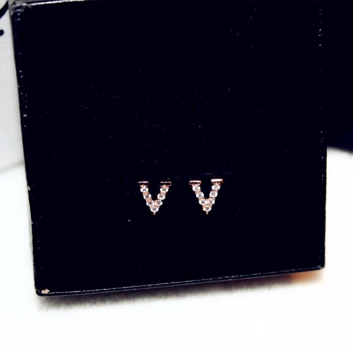 9abc2db4f4a8 Hermosos aretes de oro Color plata letra V para mujer chica moda ...