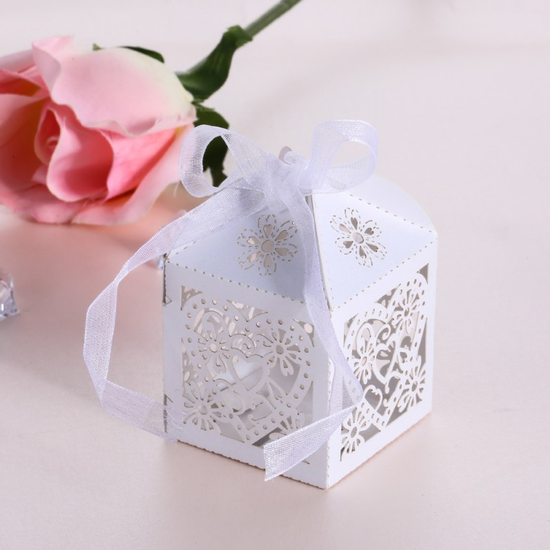 50pcs/lot Romantic Heart Candy Box Paper Laser Cut Gift Boxes for Wedding Decoration Vintage Wedding Favors and Gifts Box Twine