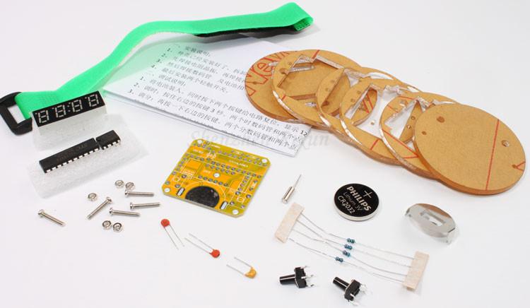 18357a3c1a5b Caliente 4 bits kit DIY reloj digital LED reloj electrónico  microcontrolador MCU DIY del envío de la gota libre libre