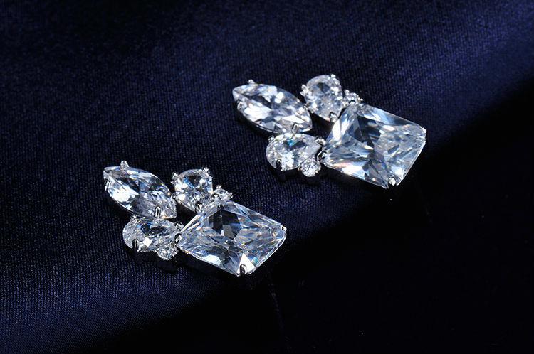 Immense B/éb/é Enfants 7mm Boucles d/'oreilles Petit Cristal Bleu et Clair Plaqu/é Rhodium XS In Season Jewelry