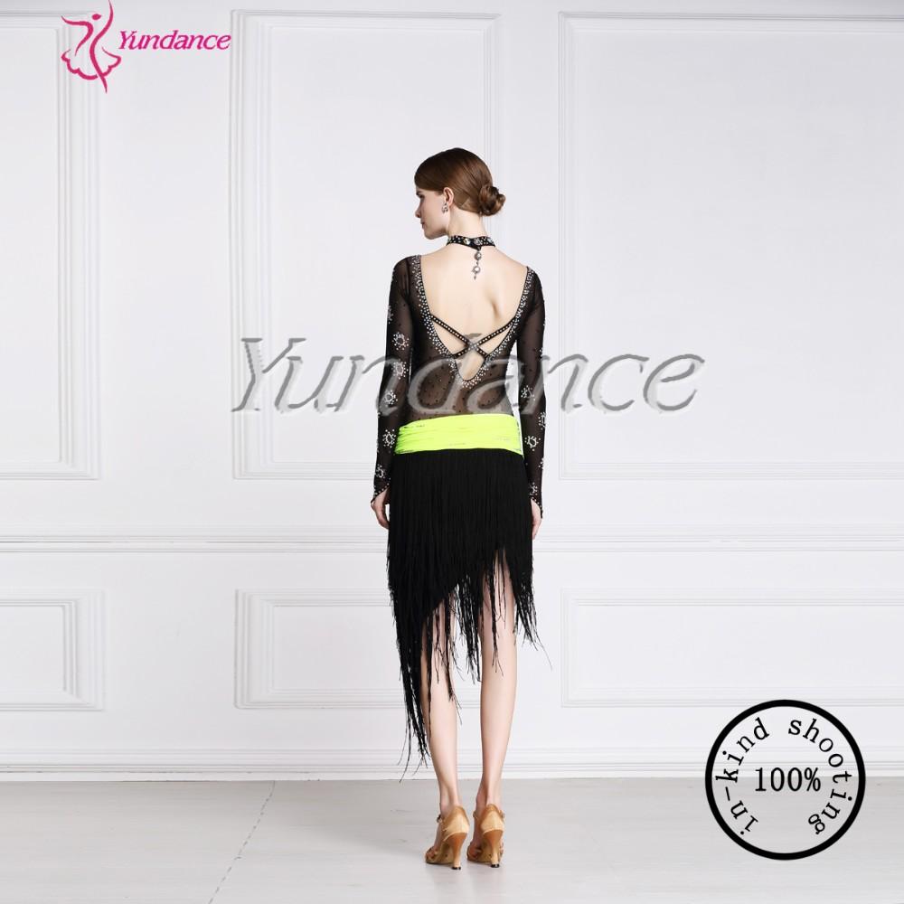 Açık arka ile uzun elbise - gizem ve entrika