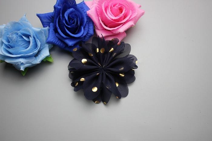 31d620286829 лот 24 цвета 8 см ручной работы довольно шифон Ткань цветок с Золотой Dot  Плоской Задней Малыш DIY Декоративные Женские женские аксессуары .