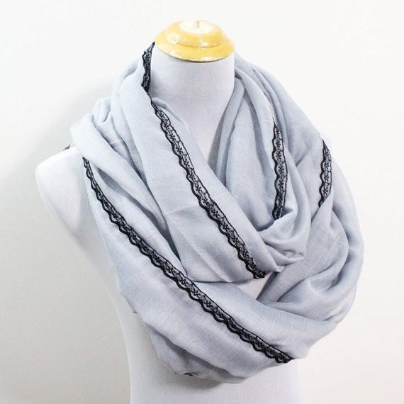 ᐂGrande gris suave bufanda infinito con negro Encaje ajuste grueso ...