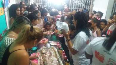 Photo of Fátima Araújo entrega brinquedos para crianças
