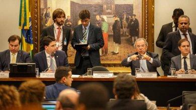 Foto de Paulo Guedes tenta comover os deputados com declarações