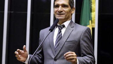 Foto de Deputado do PL confecciona 50 toneladas de jornal com dinheiro público