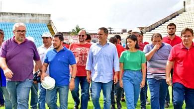 Photo of Edivaldo Holanda e secretário Romeo Amin vistoriam obras do Estádio Nhozinho Santos
