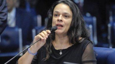 Foto de Deputada Janaina Paschoal (PSL) defende renúncia de Bolsonaro