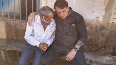 Foto de Com sintomas de Covid-19, Bolsonaro vai ao hospital