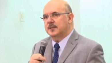 Photo of Ministro da Educação diz que está com Covid-19