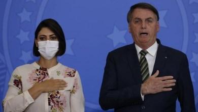 Foto de Queiroz fez depósitos de R$ 72 mil a Michelle Bolsonaro