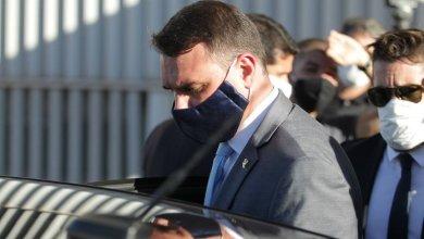 Foto de Flávio Bolsonaro declarou à RF que recebeu R$ 250 mil de assessores de Jair Bolsonaro em empréstimos