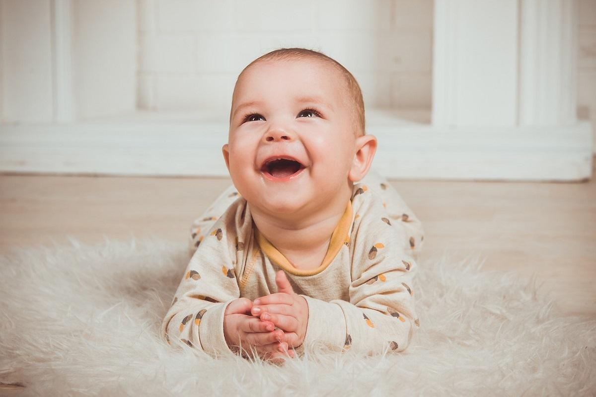 赤ちゃんの笑顔