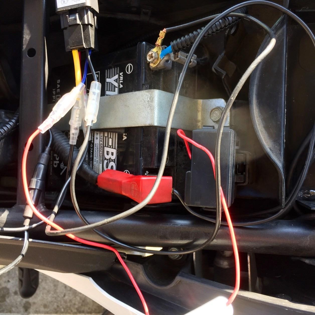 CBR250RにUSBポート回路を配線したところ