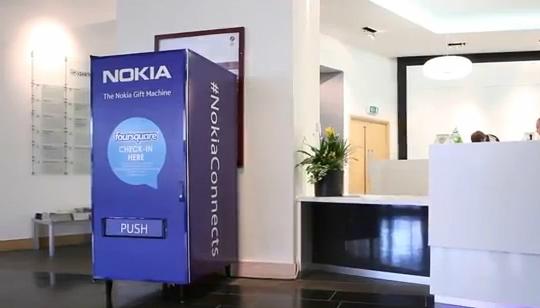 Foto Nokia y Foursquare - Maquina dispensadora