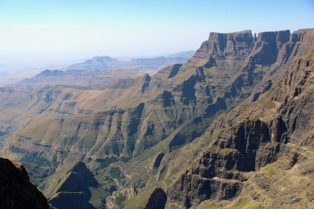 how to visit the drakensberg mountains ampitheatre travel valley