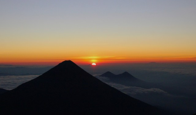 sunrise hiking volcan Acatenango