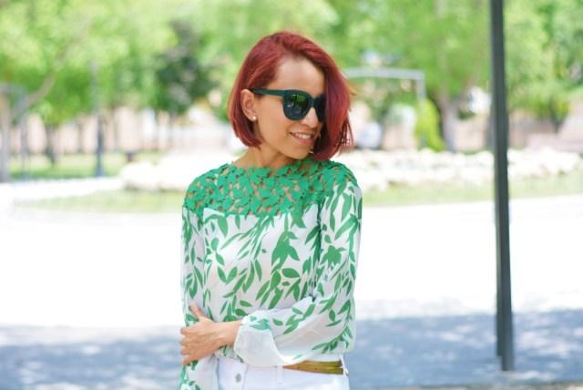 Blusa verde con guipur