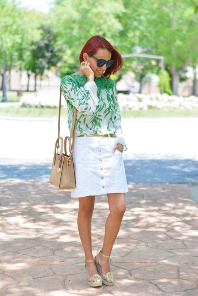 Look de verano con falda blanca
