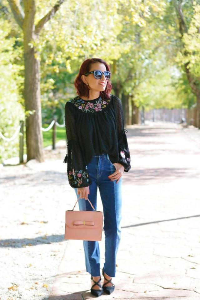 Jeans con blusa bordada