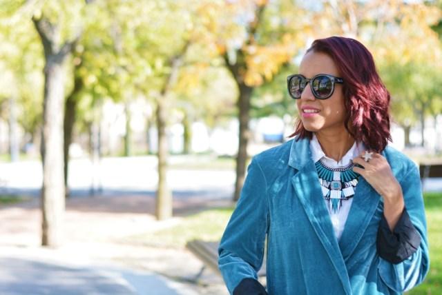 Outfit de otoño con maxicollar