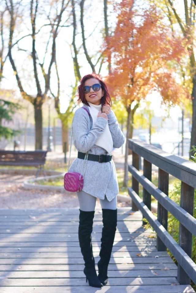 Outfit de invierno con abrigo gris