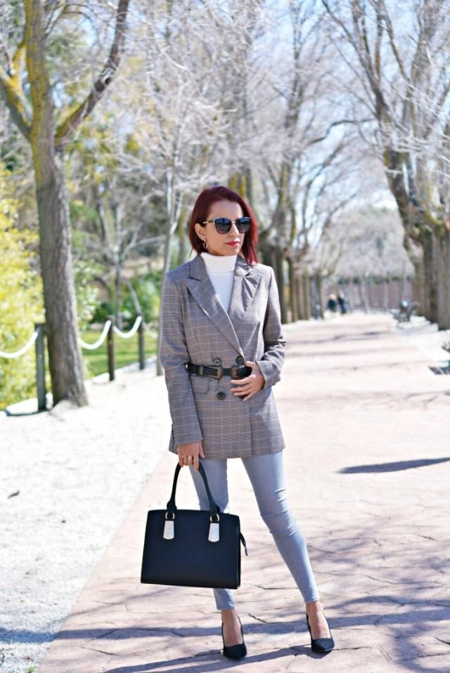 Look con chaqueta principe de gales