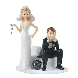 worst-wedding-trends-noveltycaketopper