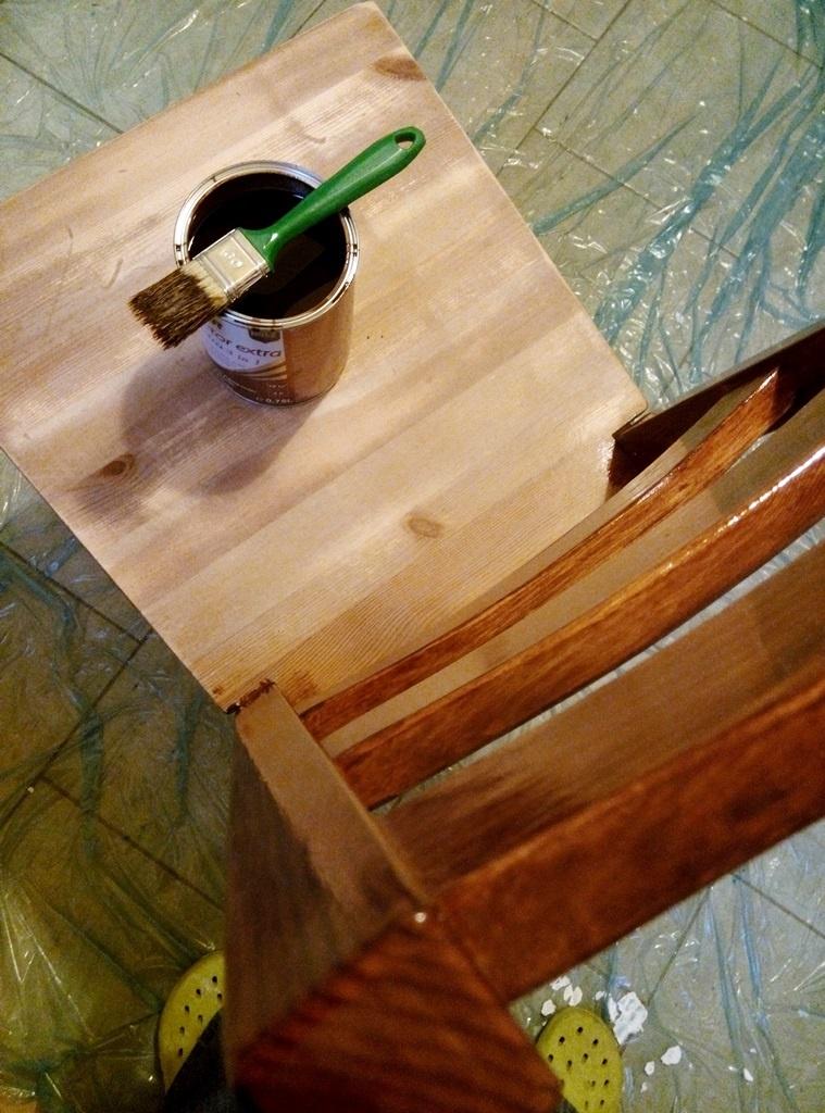 Obraznicaturi: cum sa refaci o masa si scaunele din lemn