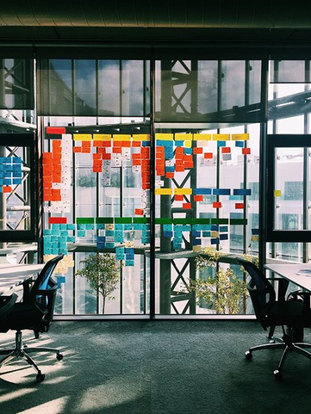 Cinco ideas para separar ambientes en tu oficina