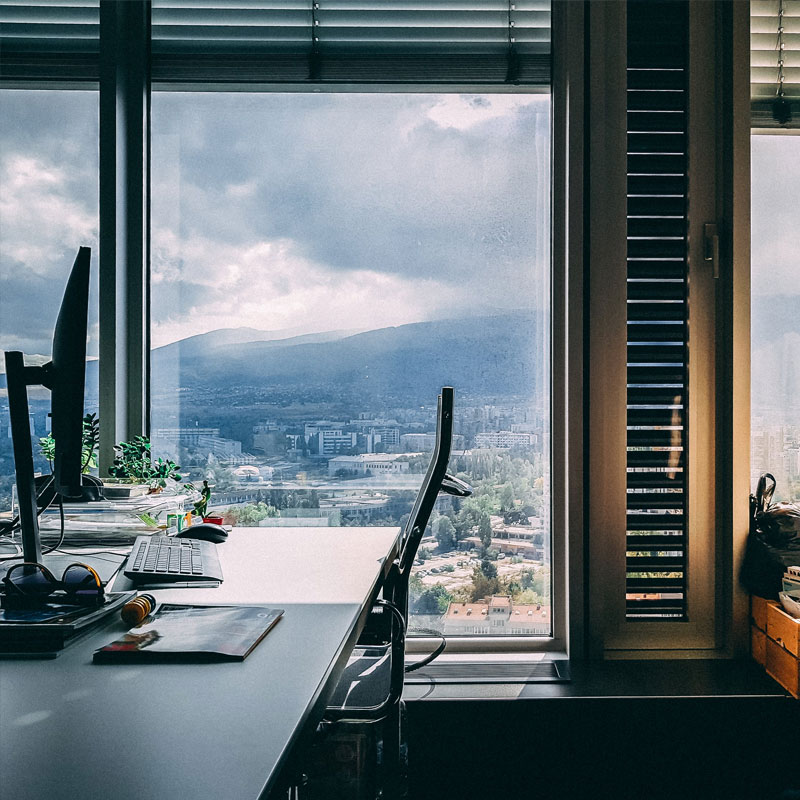 Escritorios ergonómicos y mesas regulables