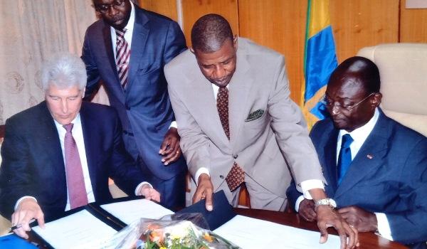 Roche et le Gabon signent un accord pour faciliter l'accès aux traitements novateurs contre le cancer