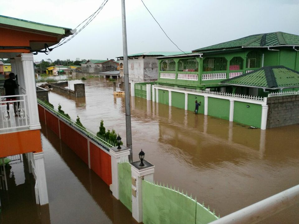 Akanda, la petite Venise gabonaise inondée comme un vulgaire Mapane