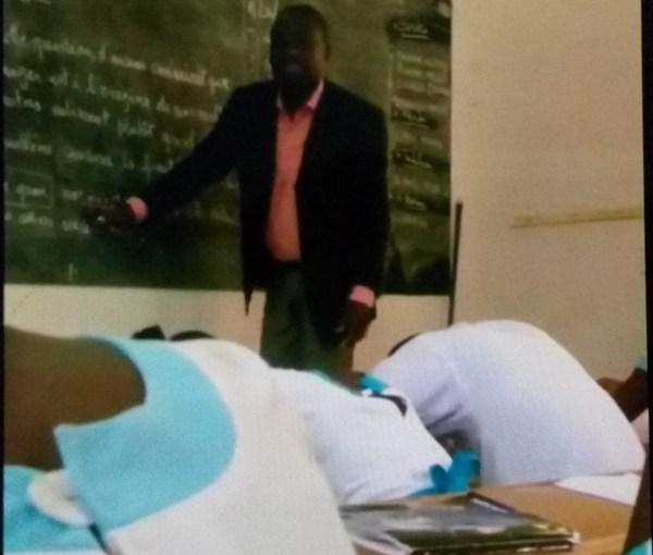 Insolite : un enseignant dispense son cours en Fang, morts d'ennui ses élèves s'endorment