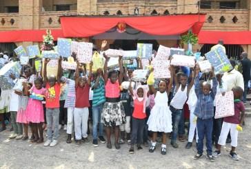 2700 cadeaux pour Noël du couple présidentiel aux enfants démunis
