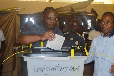 Emmanuel Issozé Ngondet privé de son mandat de député