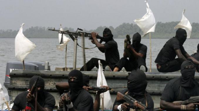 Un mort et plusieurs disparus dans une attaque des navires au large de Libreville