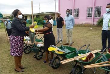Assainissement du 5ème arrondissement de Libreville : l'apport en matériel du ministre Gisèle Akoghet