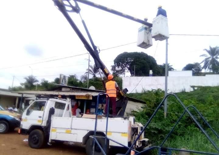 Bilie-By-Nze ordonne une vaste opération de réhabilitation et installation de l'éclairage public à Lambaréné