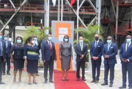 Rose Christiane Ossouka Raponda inaugure une nouvelle ligne de production de CIMAF-Gabon