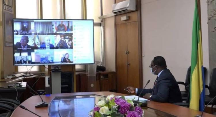 Le Gouverneur de l'Organisation des pays exportateurs de pétrole OPEP) OPEP pour le compte du Gabon, Magloire Ménié Akoué présidant les travaux de la 157ème reunion du Conseil des Gouverneurs © Com MPGHM