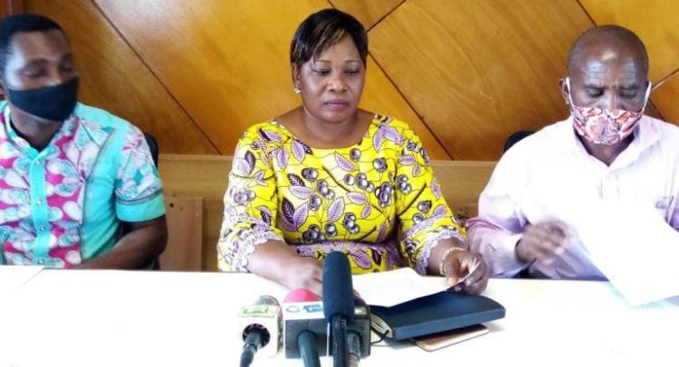 La vice-présidente du SNEC, Nathalie Sima-Eyi lors du point de presse le 28 octobre à Libreville © Gabonactu.com