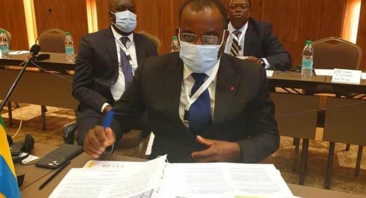 Le Ministre du Pétrole, Vincent de Paul Massassa prenant part aux travaux de la 39ème session du Conseil des Ministres à Niamey le 19 novembre © Com MPGM
