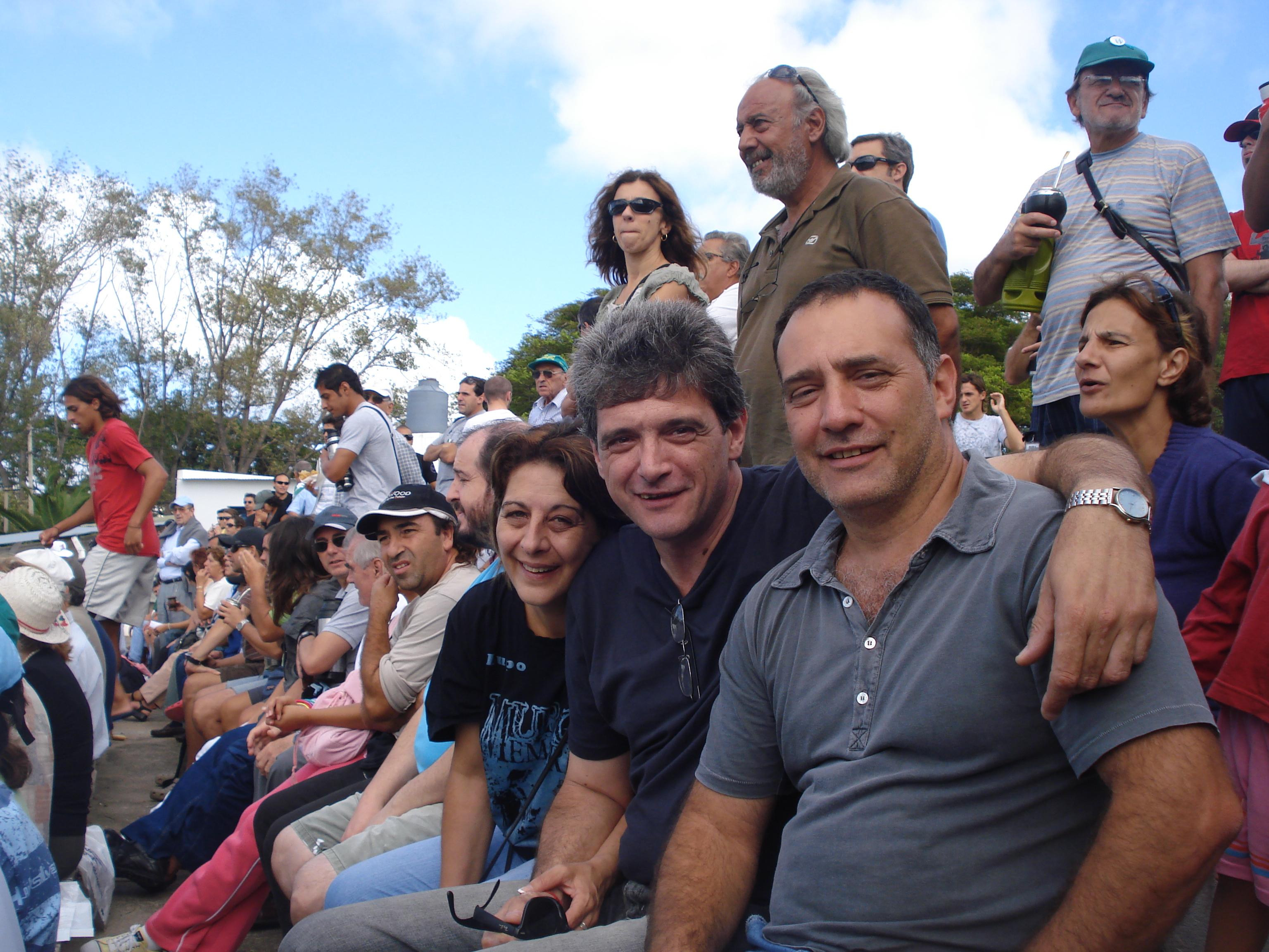 Palco oficial del Parque Osvaldo Roberto con Memo De León y señora