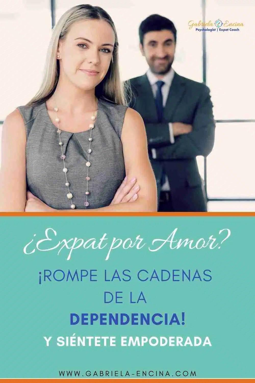 mujer expat independiente y segura
