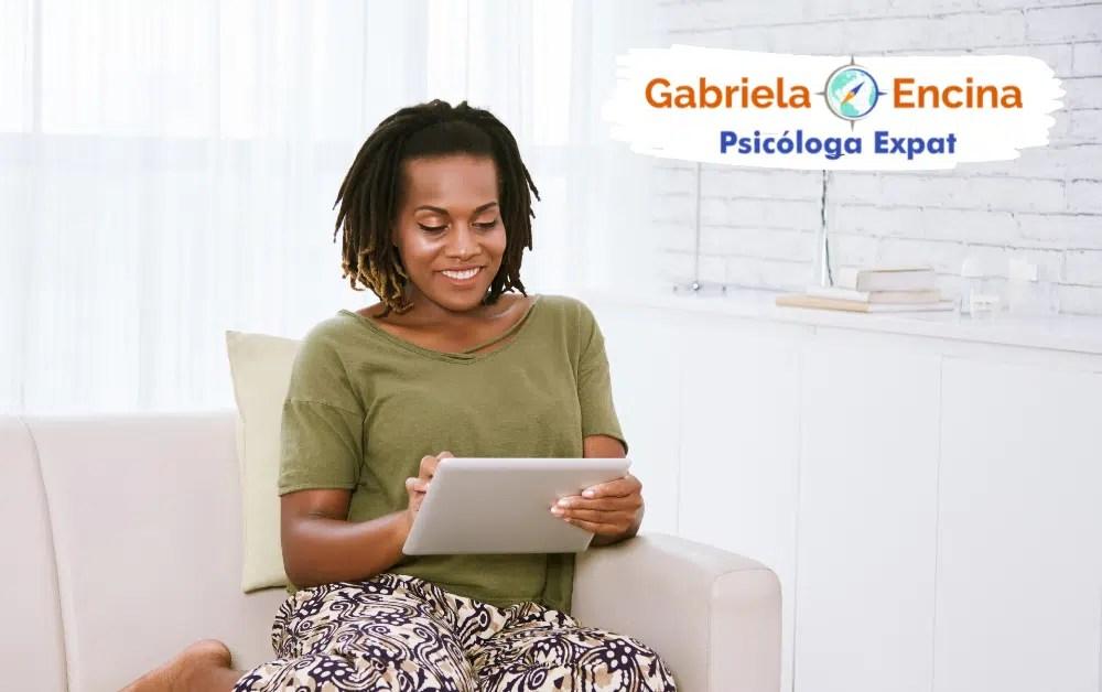 Acompanamiento con una Psicologa Expat - Mujer con Acompanamiento con Gabriela Encina Psicologa Expat