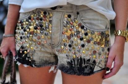shorts-com-pedrarias